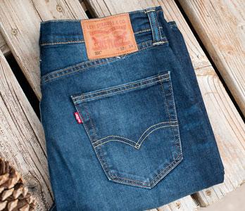 Men's Folded Levi's Blue Jeans