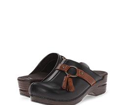 B 10/22 - Shop Clogs and Mules
