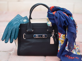 A 1/18 - COACH Black Handbag, Gloves And Scarf