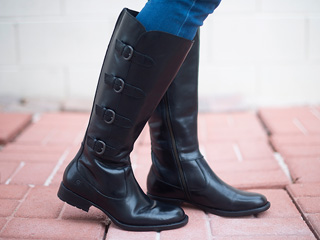 A 1/18 - Born Black Riding Boots