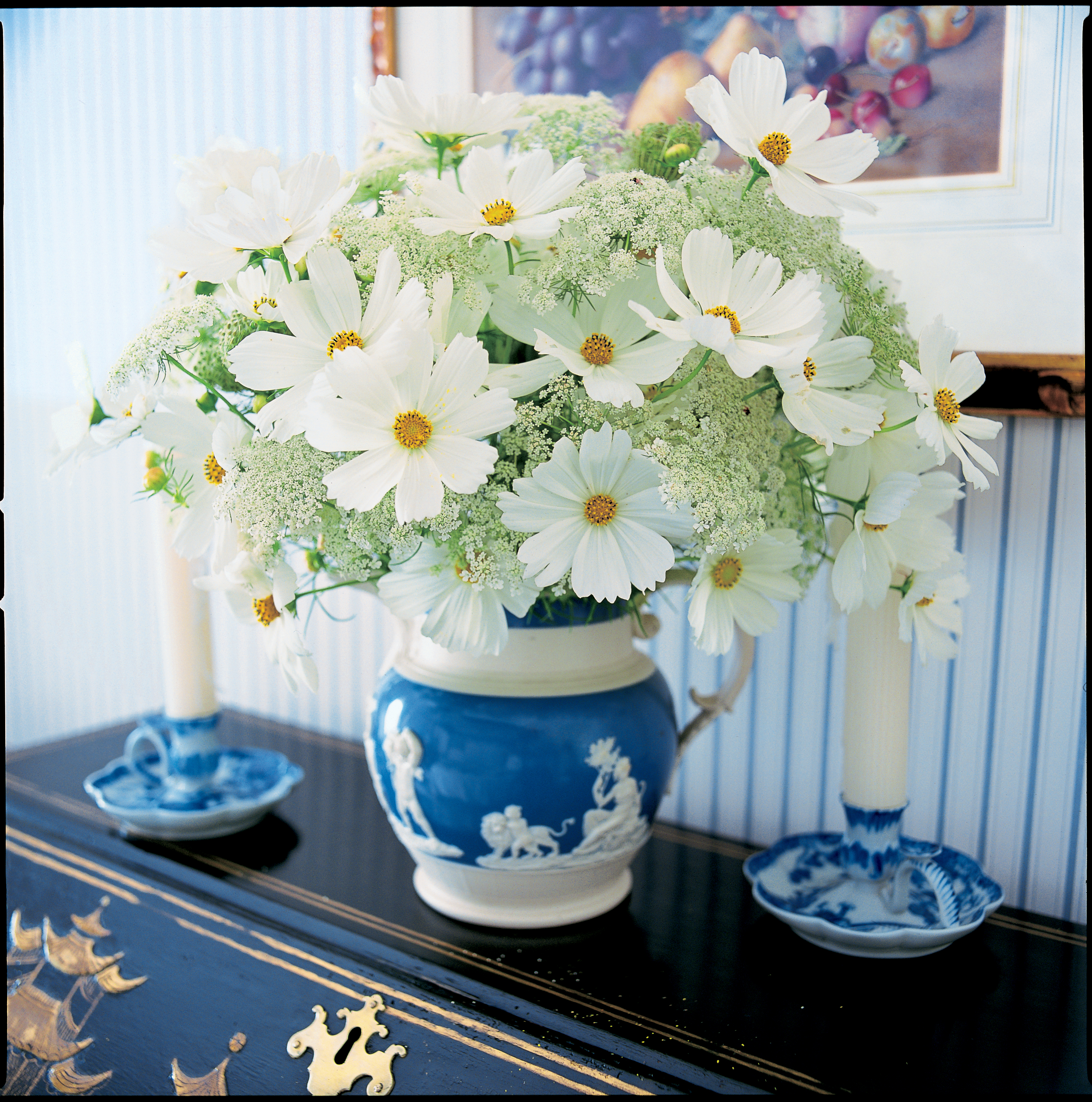 A passion for blue and white carolyne roehm 9780767921138 floral arrangements tablescapes dhlflorist Image collections