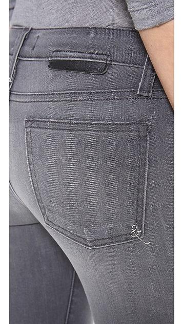 A.N.D. Flynn 150 Wears Skinny Jeans