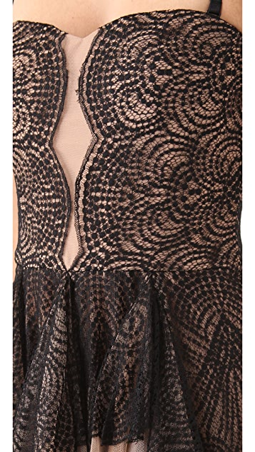 BCBGMAXAZRIA Norelle Strapless Scallop Lace Dress