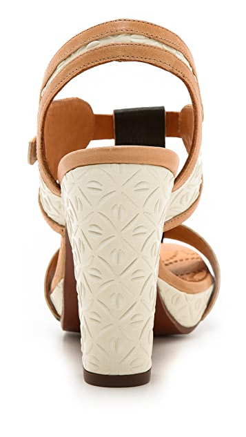 Chie Mihara Shoes Amurri T Strap Sandals