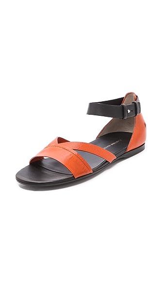 CoSTUME NATIONAL Fiore Flat Sandals