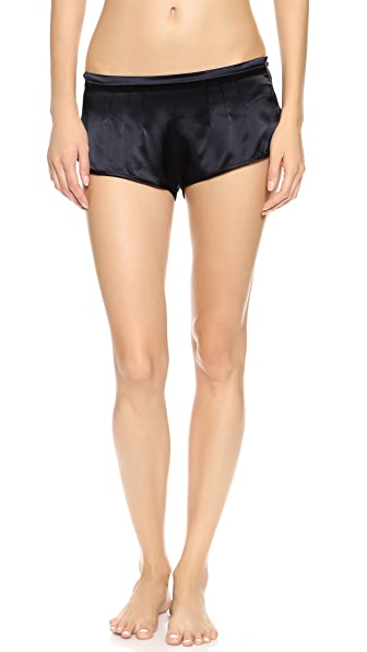 CURRICULUM VITAE Tap Shorts
