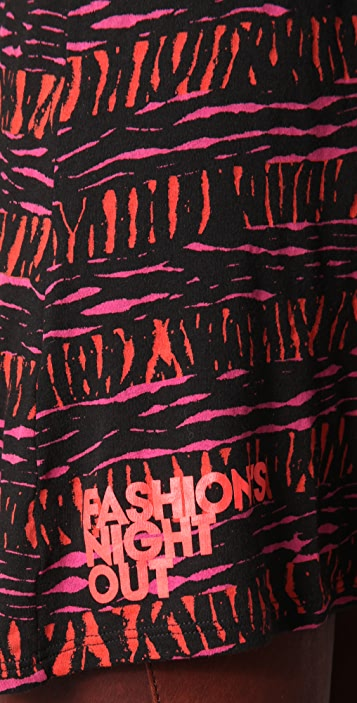 FASHION'S NIGHT OUT Fashion's Night Out Printed Long Sleeve Tee