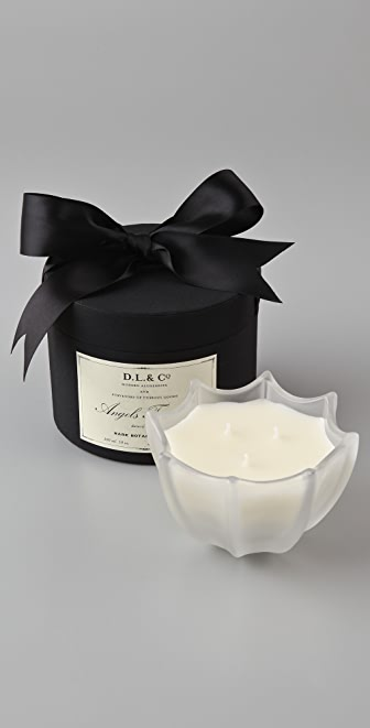 Gift Boutique DL & Co Signature Collection Scallop Candle