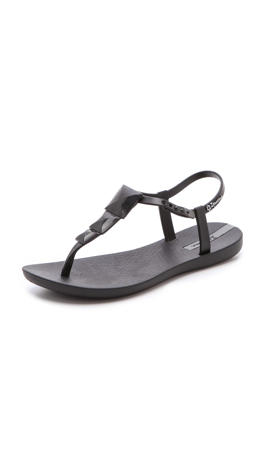 b01028195af624 Ipanema Maya Studded Rubber Sandals
