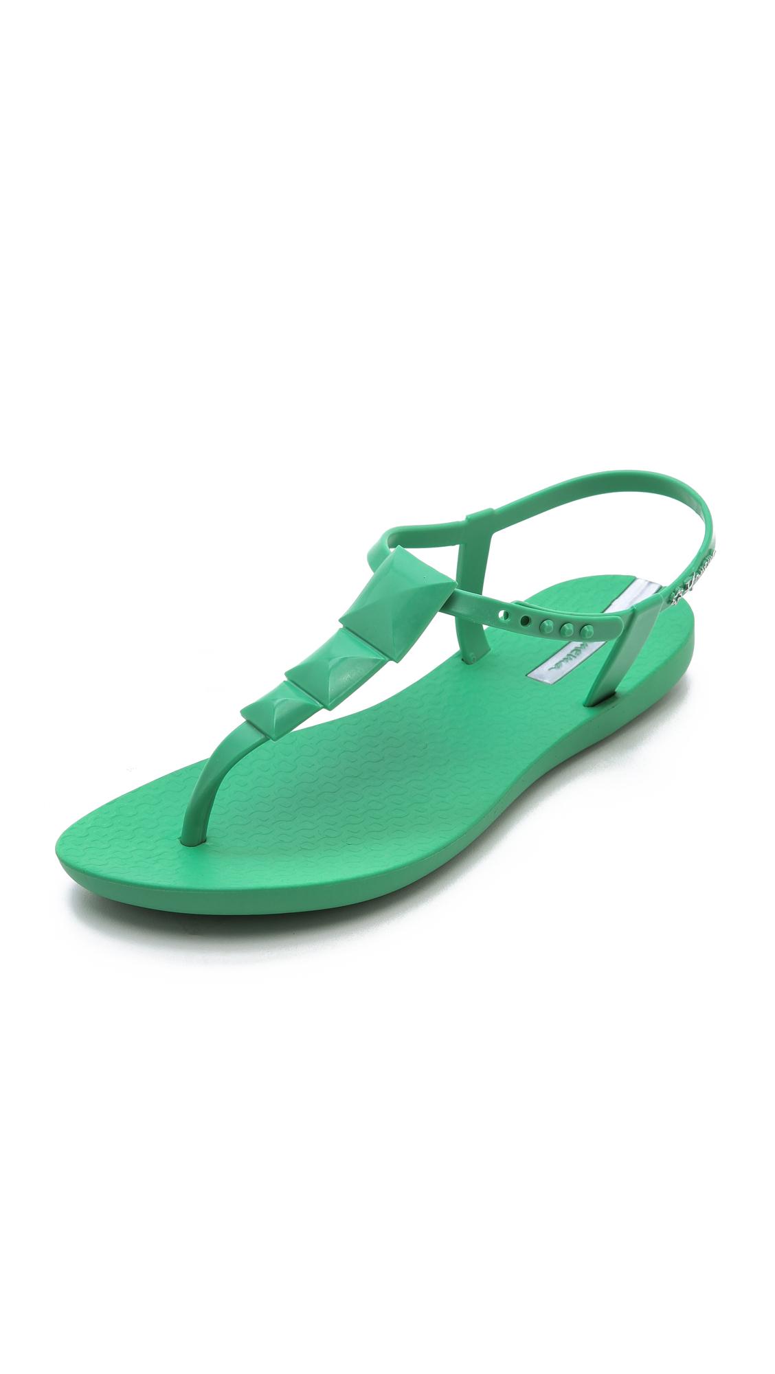 4a4014e2cafbfe Ipanema Maya Studded Sandals