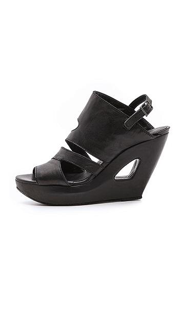 LD Tuttle The Forward Sandals