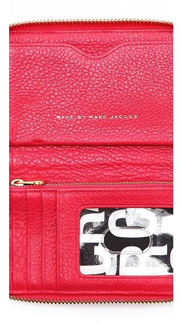 Marc by Marc Jacobs Classic Q Wingman Wristlet