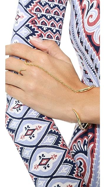 Noir Jewelry Wavy Hand Piece