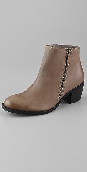 ONE by Matisse Footwear Presley Outside Zip Booties