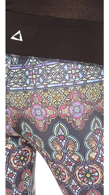 PRISMSPORT Stained Glass Capri Leggings
