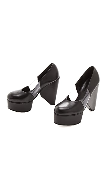 Surface to Air Louna Cut Pumps