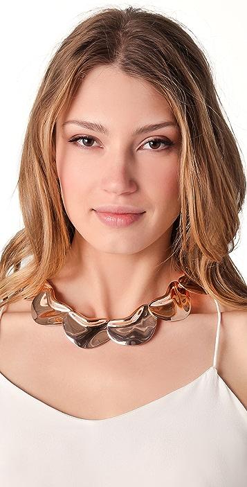 Tuleste Solid Petal Necklace