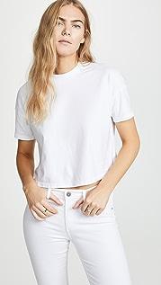 AG Укороченная футболка Drew с заниженными плечами