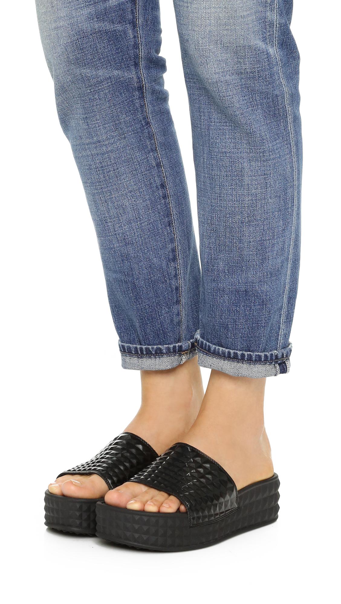 Ash Scream slide sandals