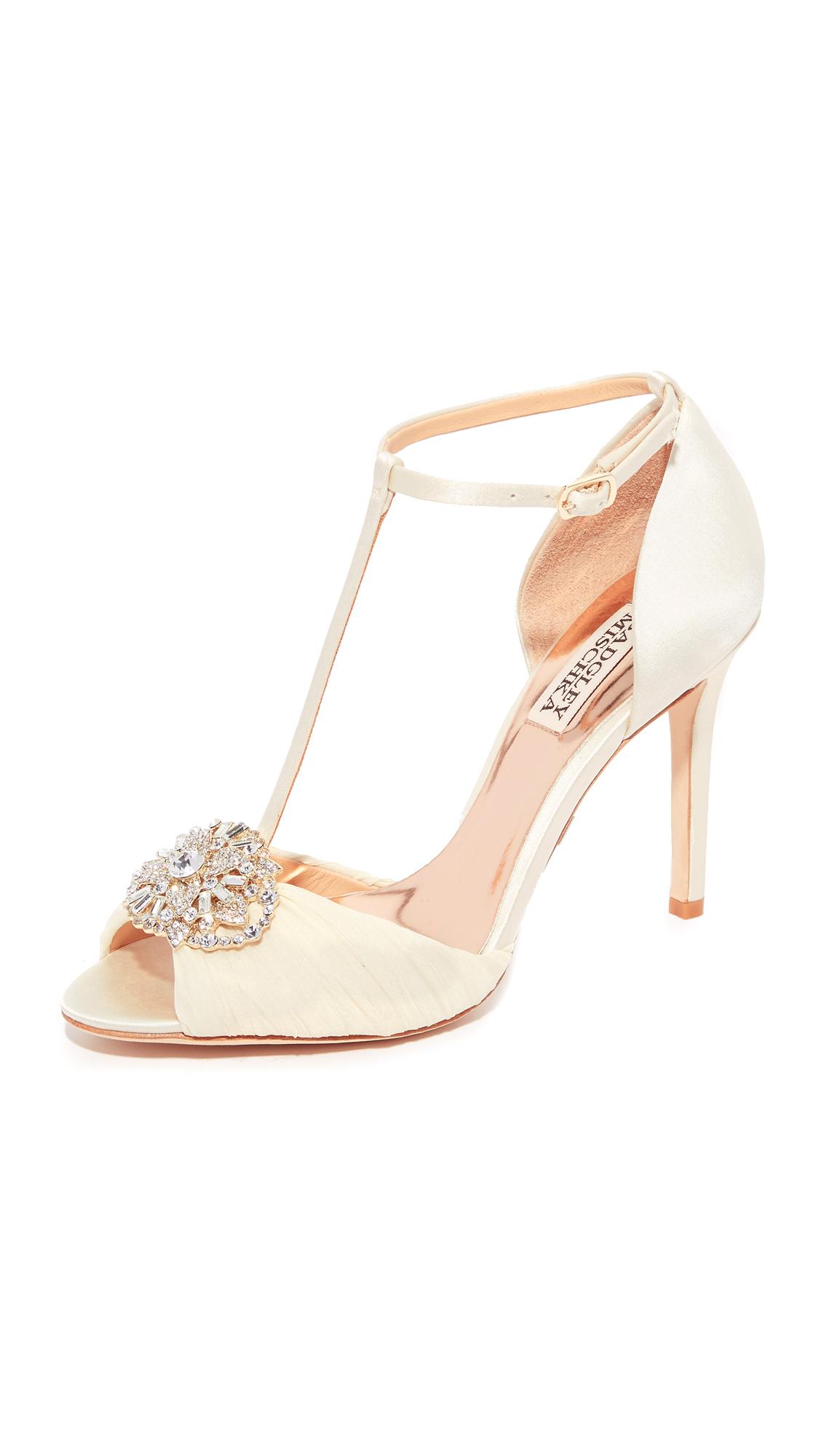 badgley mischka female 233680 badgley mischka darling tstrap sandals ivory