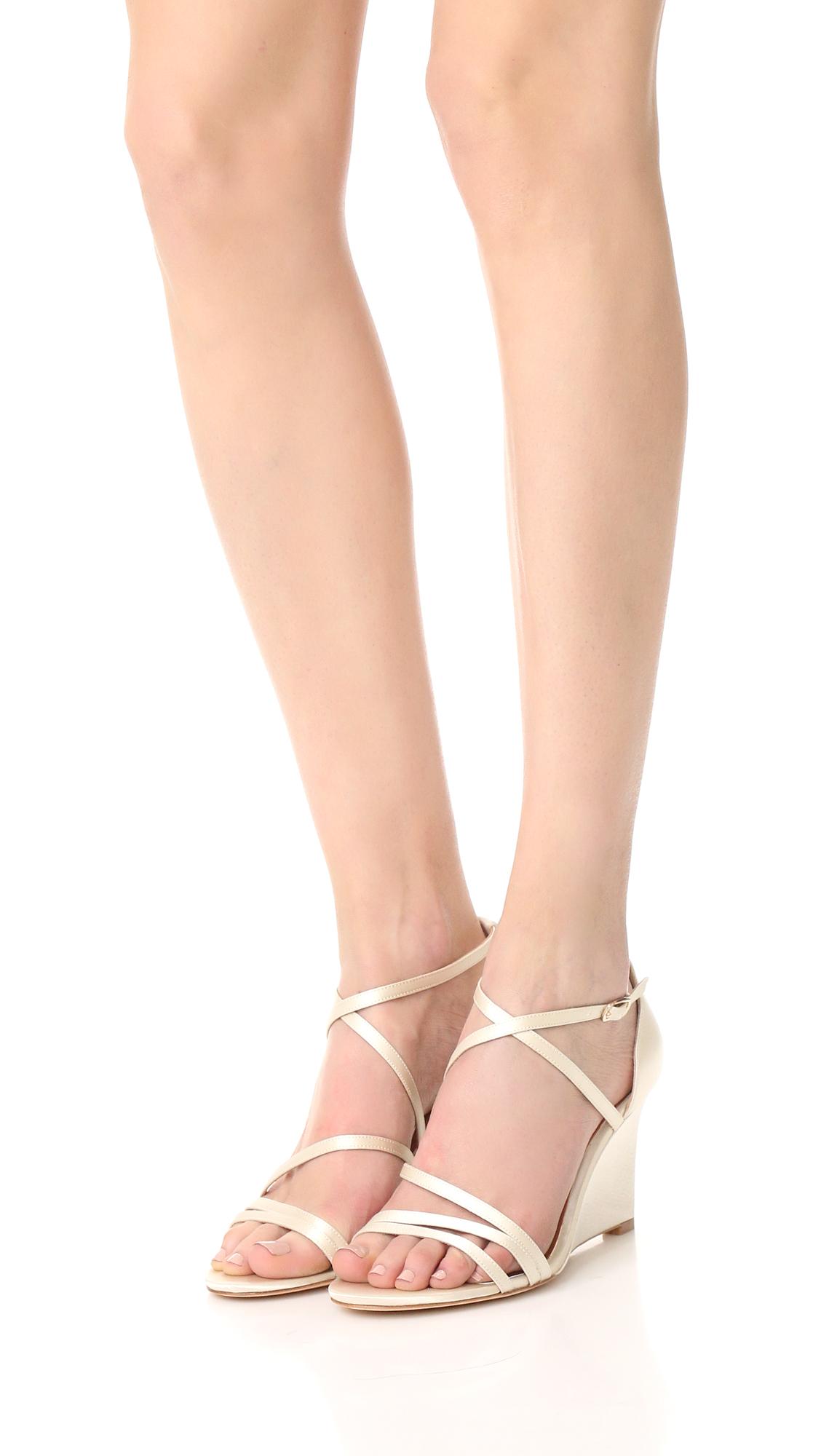 Badgley Mischka Bonanza Satin Strappy Wedge Sandals 5Fyln