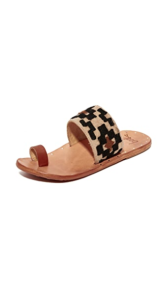 beek Dove Toe Ring Slides - Black + Tan/Tan
