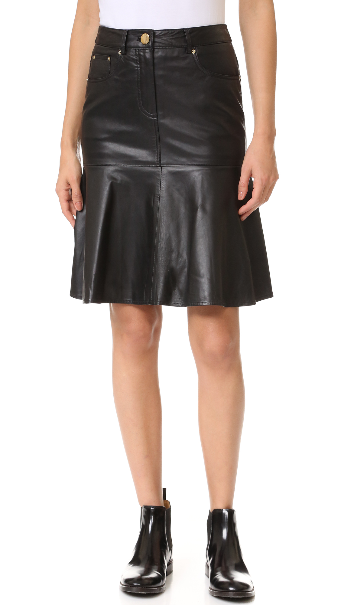 A lightweight leather Boutique Moschino skirt with a flared hem. 5 pocket styling. Button closure and zip fly. Lined. Fabric: Soft leather. Shell: 100% sheepskin. Lining: 100% polyester. Leather clean. Made in Italy. Measurements Length: 21.75in / 55cm Measurements from