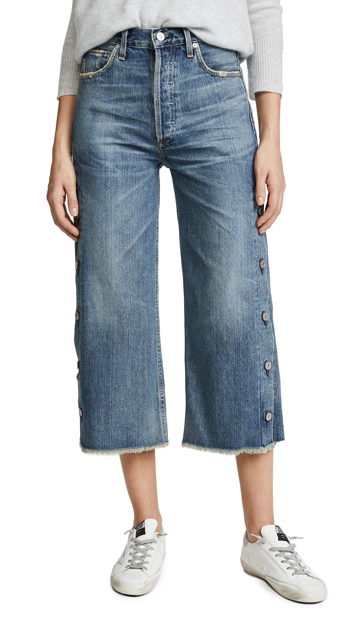 CITIZENS OF HUMANITY Faded Buttoned Cropped Jeans in Blue