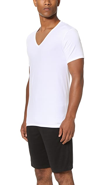 Calvin Klein Underwear Liquid Stretch Short Sleeve Untuckable V Neck Tee