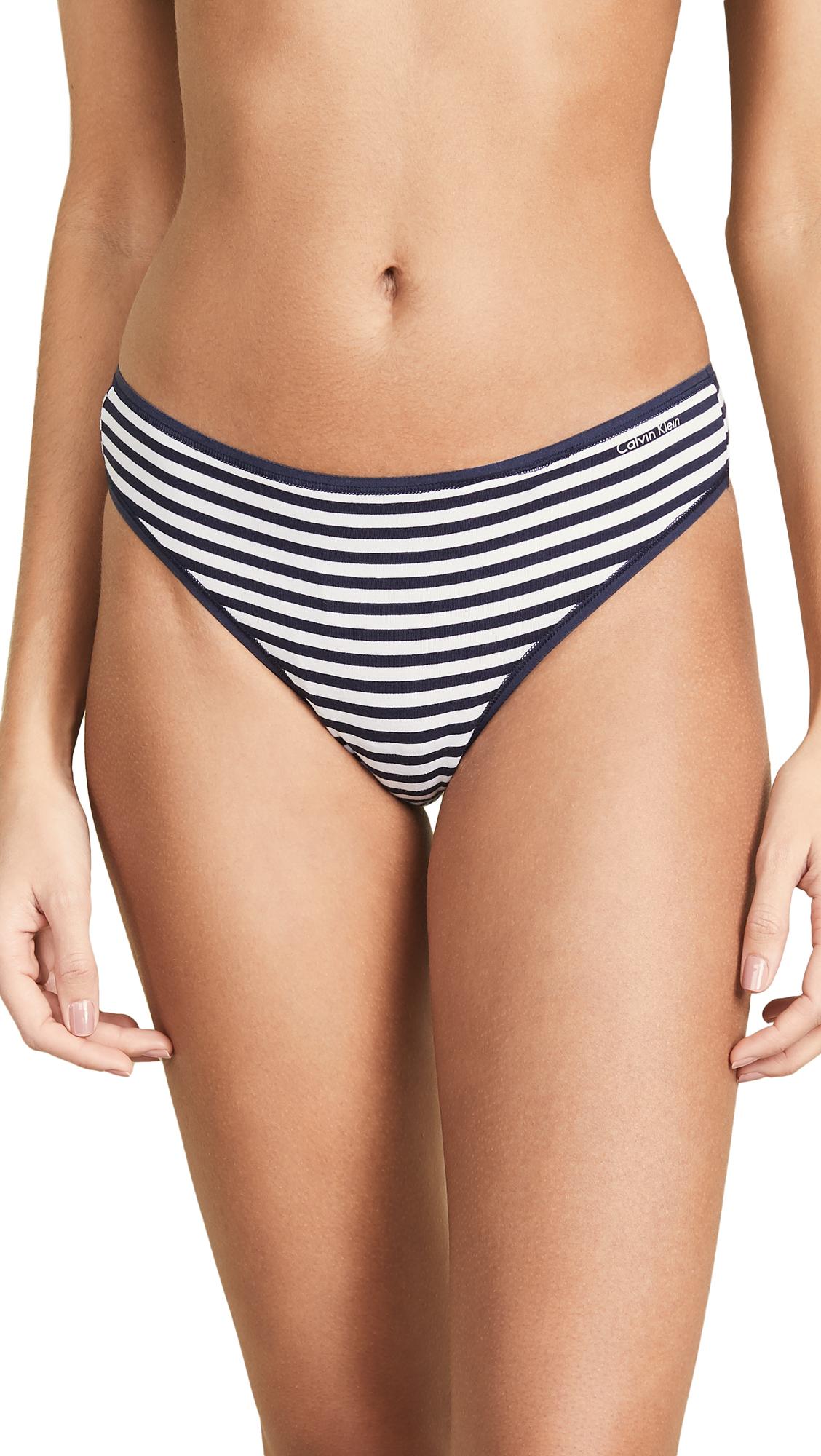 CALVIN KLEIN UNDERWEAR | Calvin Klein Underwear Form Thong | Goxip