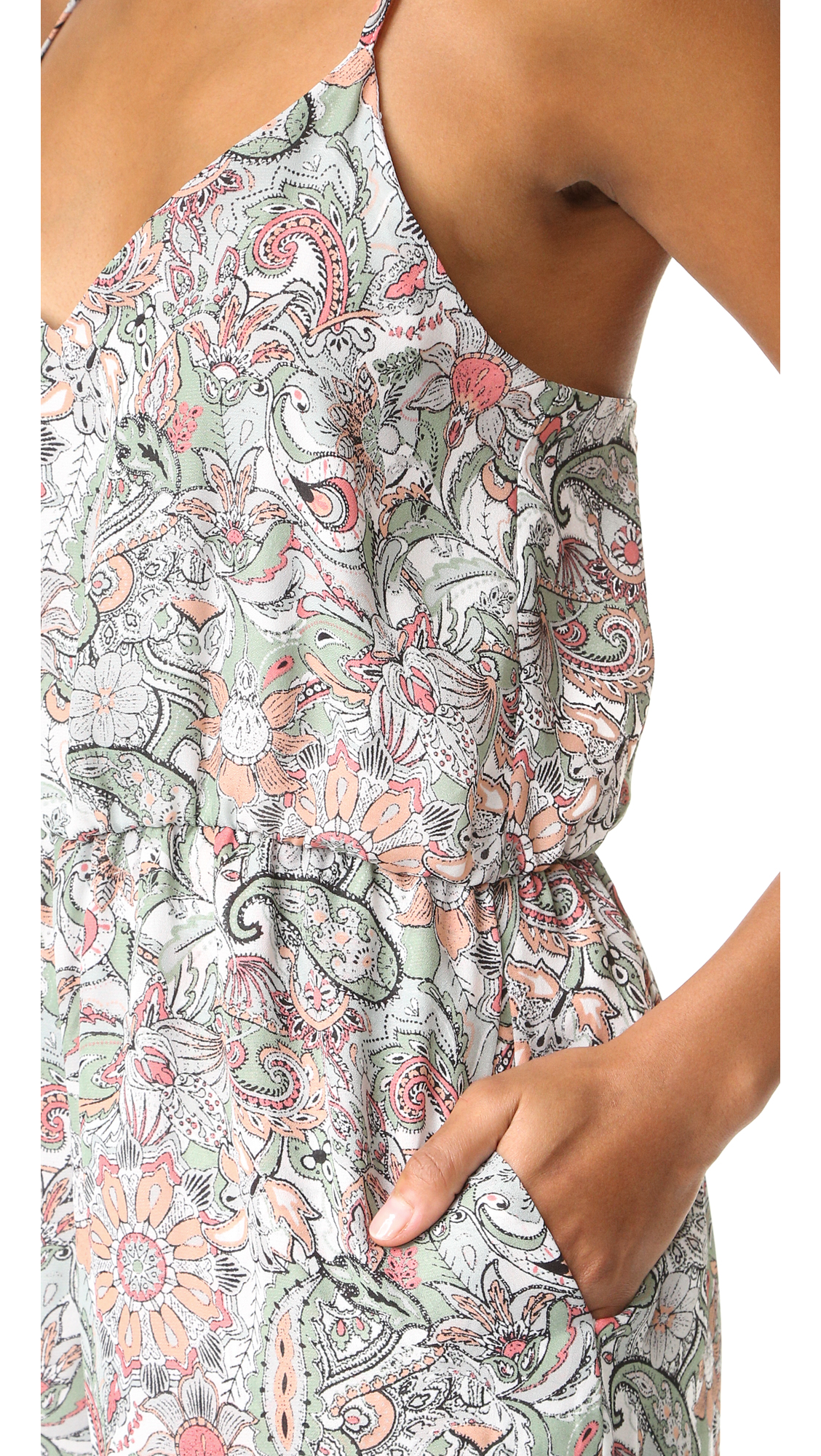 d02a21a5328 cupcakes and cashmere Gale Paisley Floral Cropped Jumpsuit