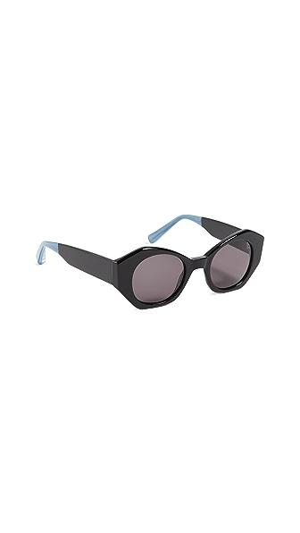 Elizabeth and James Huxley Sunglasses In Black/Smoke Mono