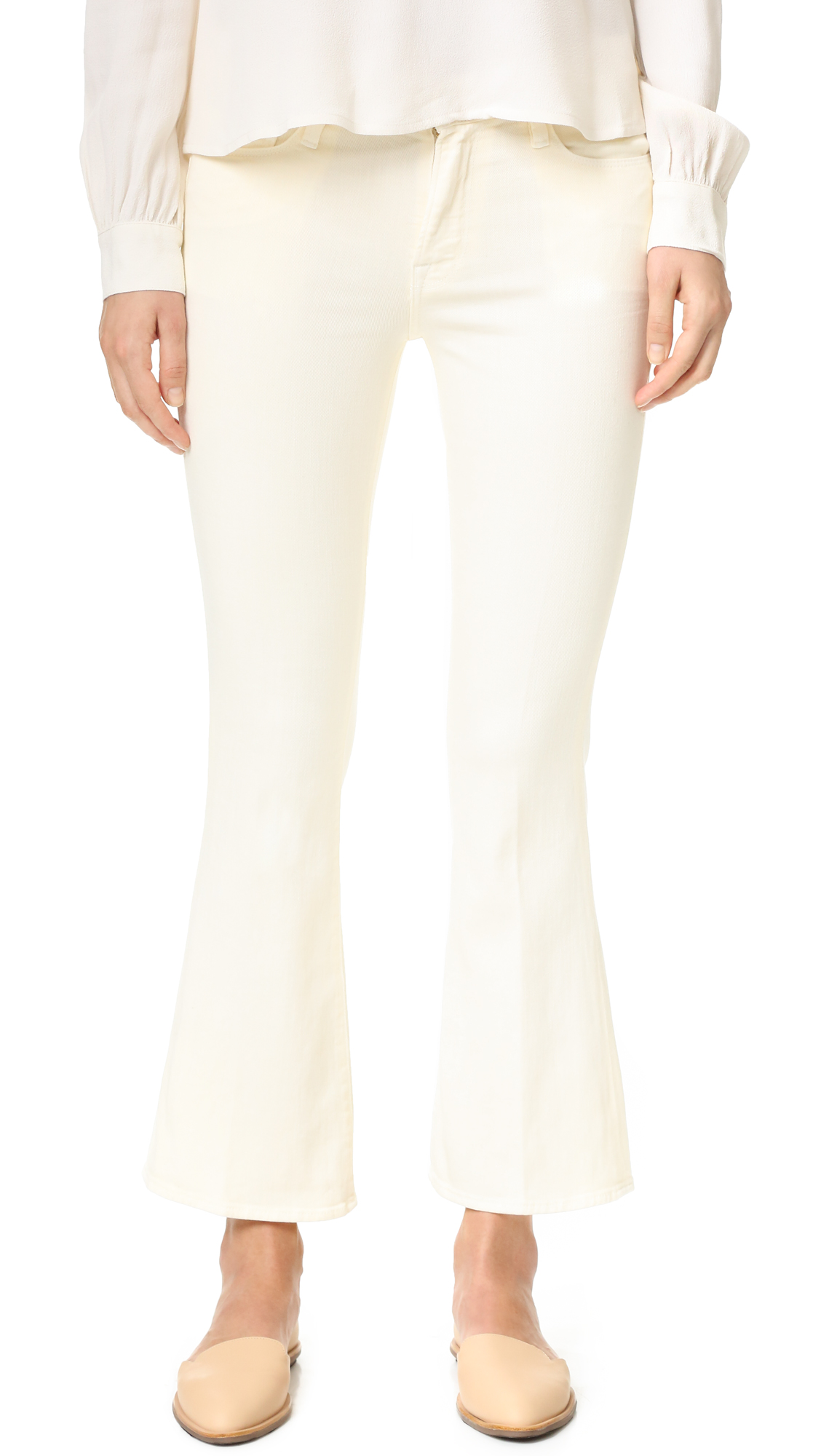 Cropped FRAME jeans in creamy colored denim. 5 pocket styling. Button closure and zip sly. Fabric: Stretch denim. 98% cotton/2% elastane. Imported materials. Made in the USA. Measurements Rise: 9.5in / 24cm Inseam: 26.75in / 68cm Leg opening: 19in / 48cm