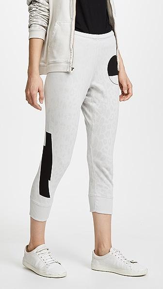 FREECITY Спортивные брюки длиной три четверти Monolith с леопардовым принтом