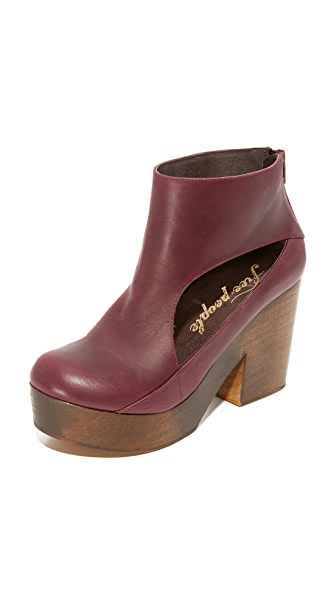 Free People Horizon Cutout Clogs