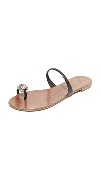 Giuseppe Zanotti Toe Ring Sandals In Nero