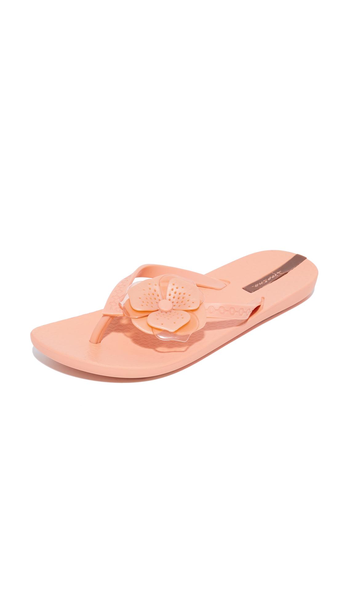 ipanema neo petal flip flops pink shoes online shopping at. Black Bedroom Furniture Sets. Home Design Ideas