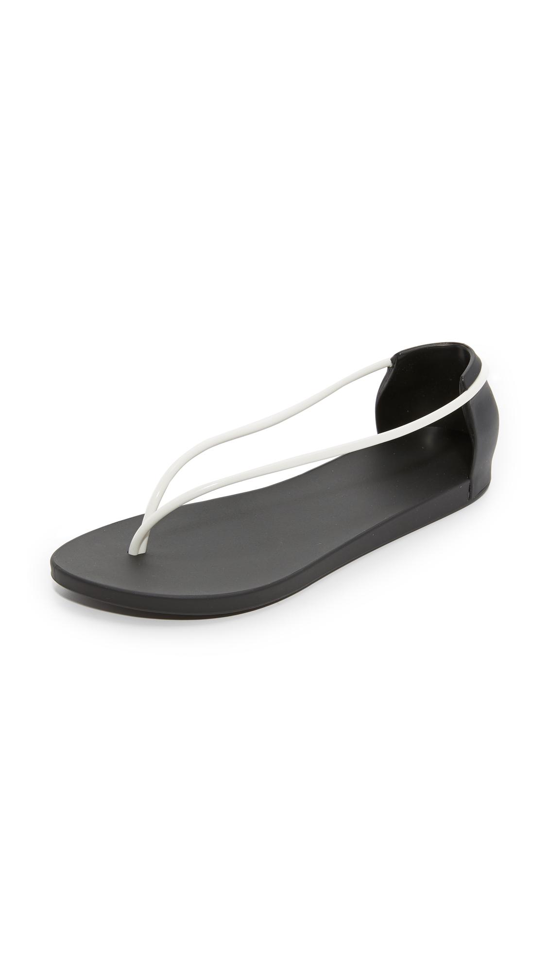 1964d3d1331c Ipanema Philippe Starck Thing N Sandals
