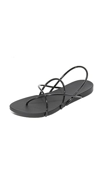 Ipanema Philippe Starck Thing G Sandals