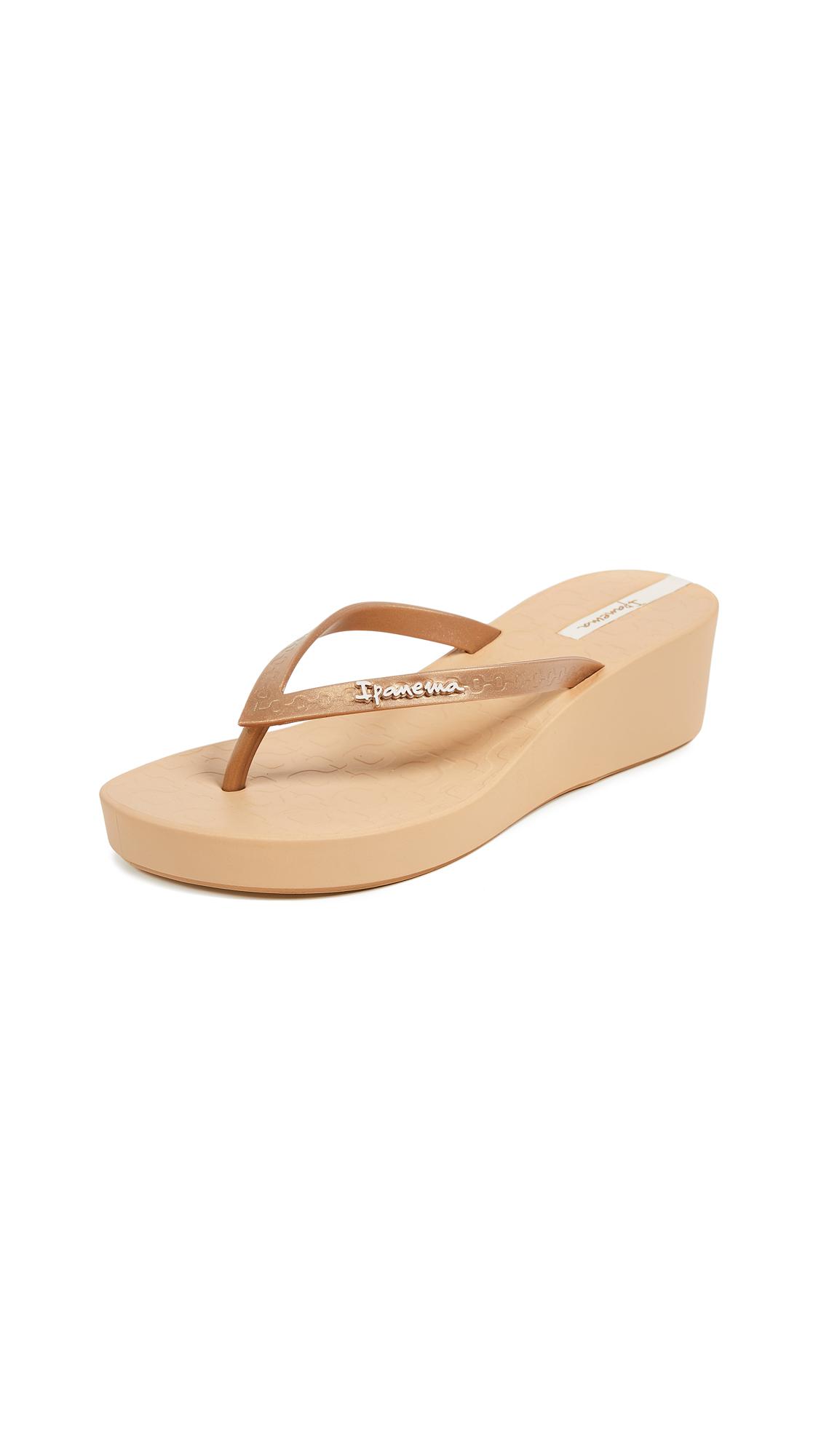 Ipanema Daisy Wedge Flip Flops - Beige/Gold