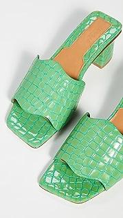 JAGGAR Сандалии на каблуке с тиснением под крокодила и зубчатой отделкой