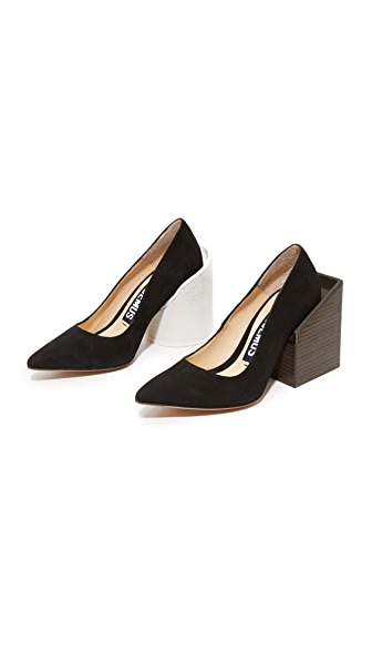 Jacquemus Saintes Pumps In Black