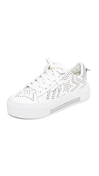 KENDALL + KYLIE Tyler Star Sneakers - White