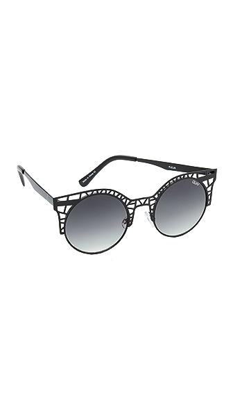 Quay Fleur Sunglasses - Black/Smoke