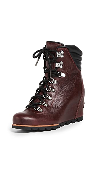 Sorel Conquest Wedge Luxe Booties In Rich Wine/Black