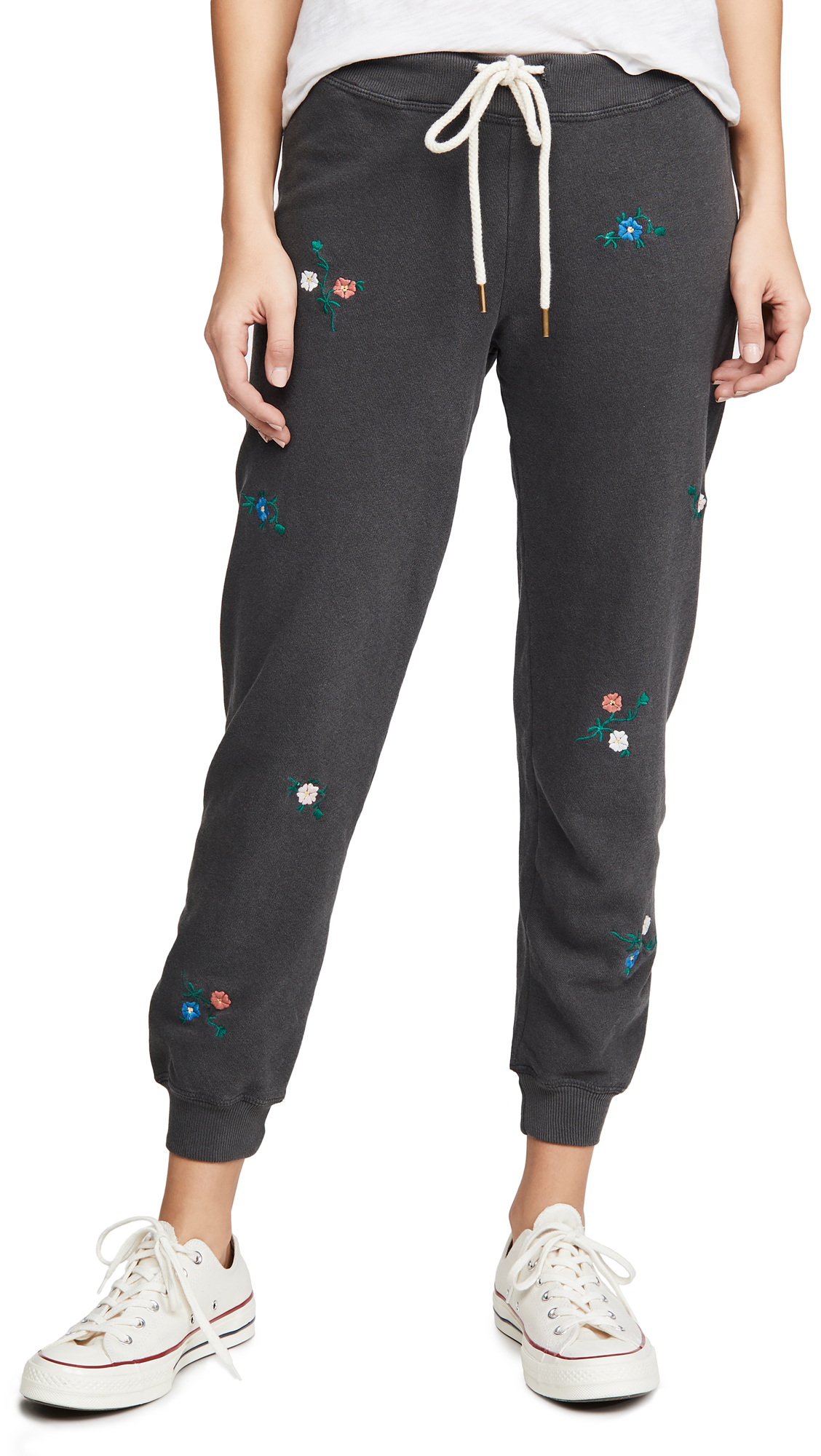 Buy THE GREAT. online - photo of THE GREAT. The Cropped Sweatpants
