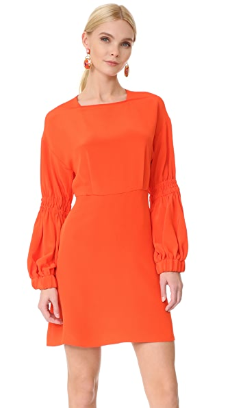 Фото Tibi Короткое платье с объемными рукавами. Купить с доставкой