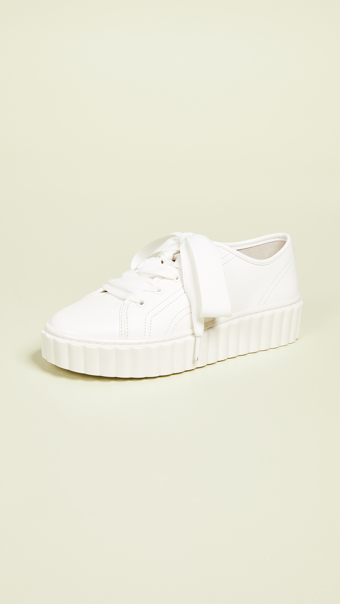 4a9475efa09c7f Tory Burch Scallop Sneakers