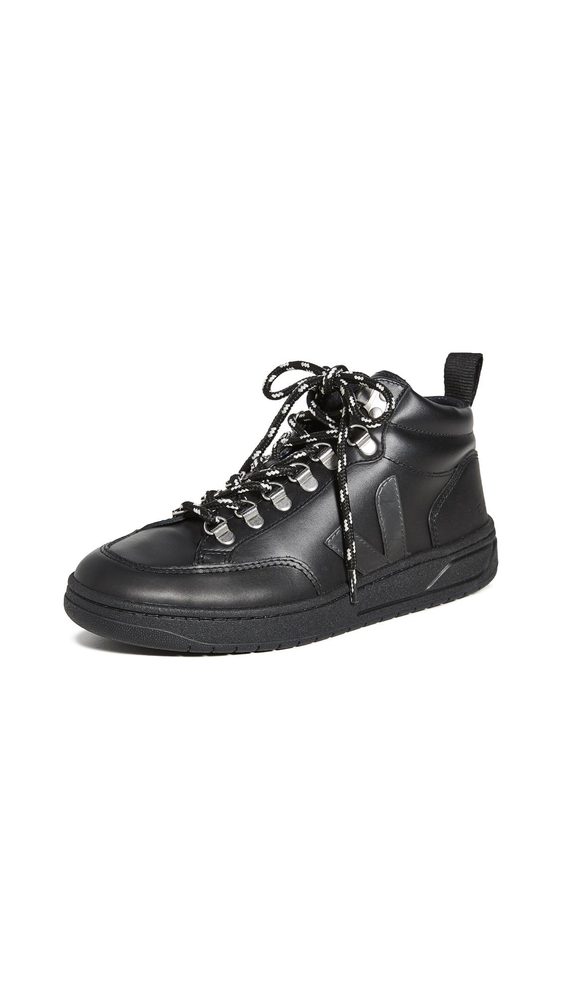 Buy Veja online - photo of Veja Roraima Sneakers