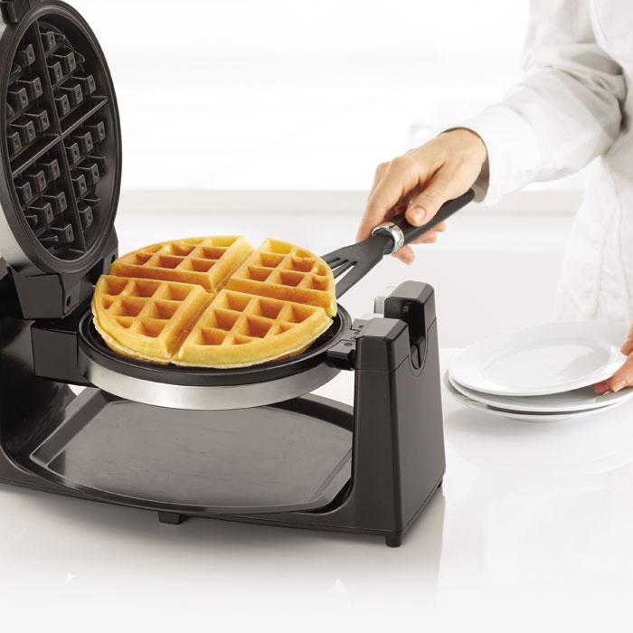 Amazon Com Bella 13278 Rotating Waffle Maker Stainless Steel Waffle Irons Kitchen Dining